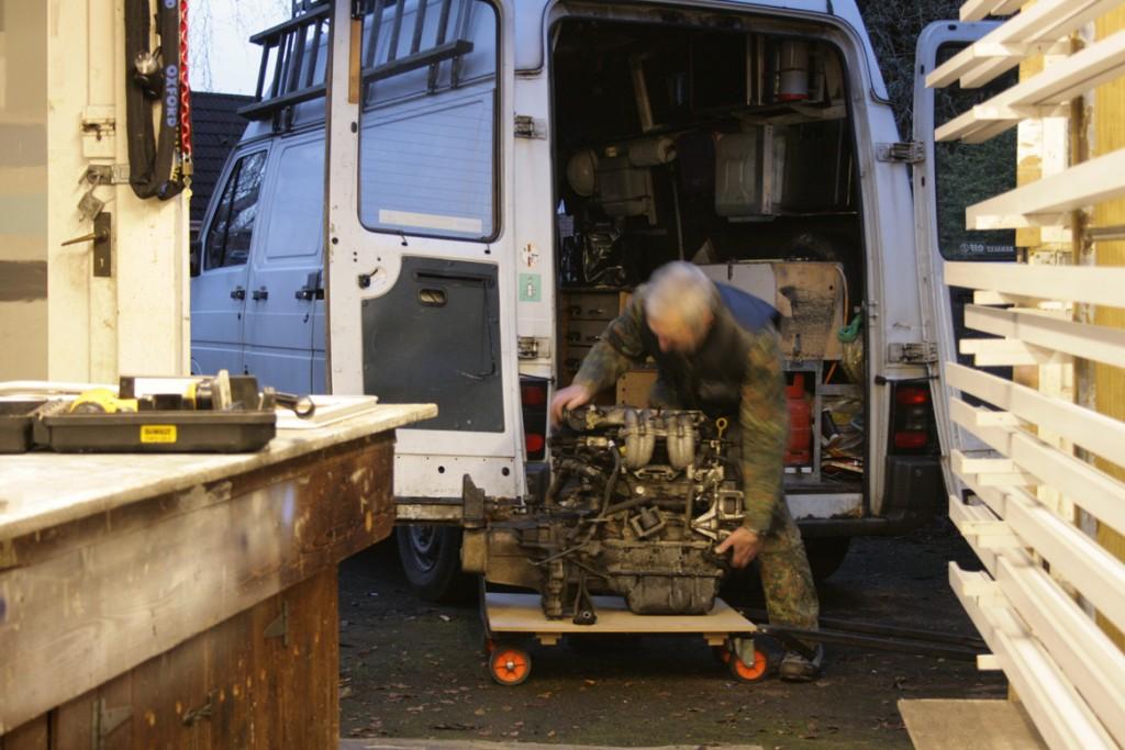 6 January 2011. Unloading engine
