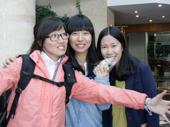 Special thanks to our absolutely delightful and  enthusiastic interpreters from Beijing University. L to R.  Li Na,  Bai Xi.  Wang Lu,