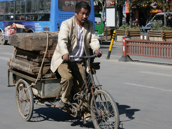 56 CHINA. 25 October 2012. People of Lijiang (3)