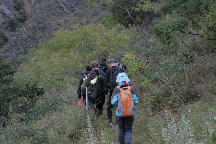 6 CHINA. 19 October 2012. Descending Tiger Leaping Gorge.