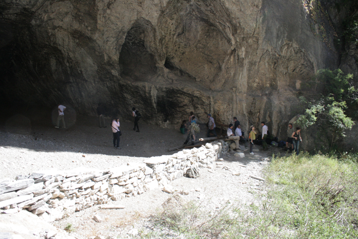 7 CHINA. Arrival at the Cave Dwelling site. 19 October 2012