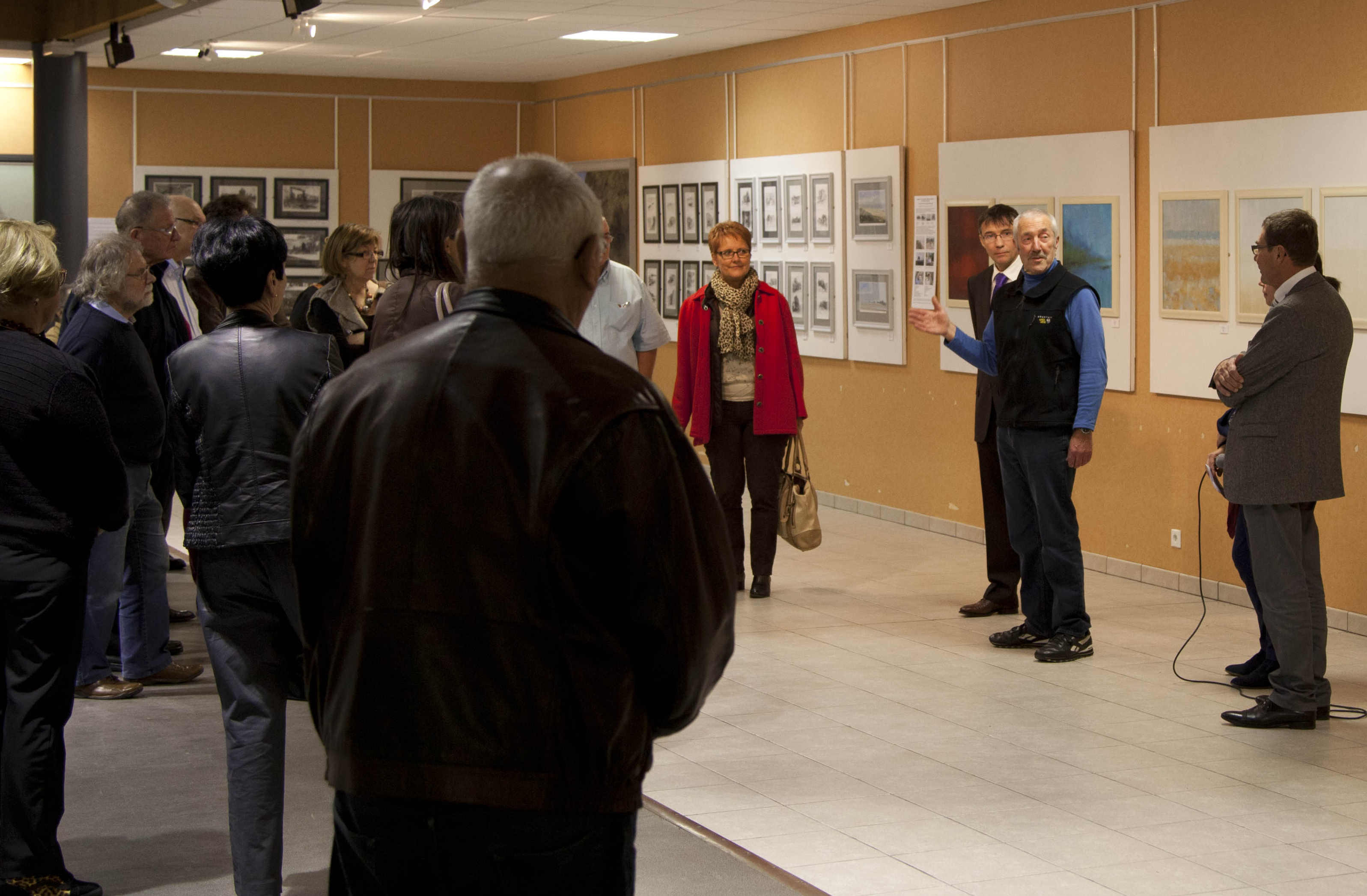 """Rob demonstrating his command of """"Franglais"""" during his speech at the """"Vernissage"""", Ver-sur-Mer"""