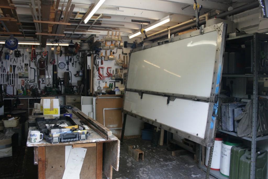 Side-unit. Interior adaptation.  Closed.