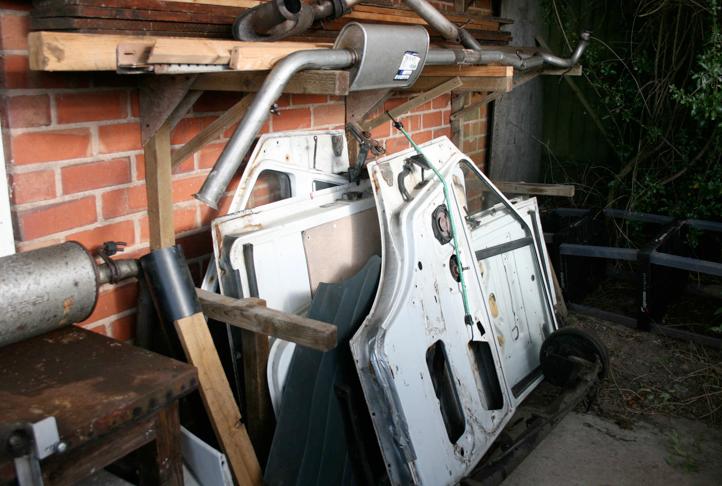 N608 KBX  dismantled.        Body parts.